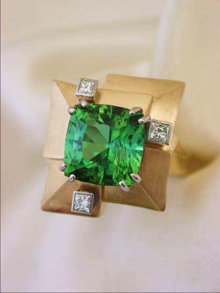 green-tourmaline-diamond-ring-05
